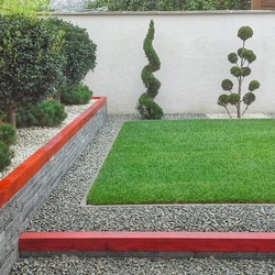 piros fehér zöld kert